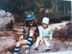 One more with my sister. Anouck left), me (right). Love the hats!
